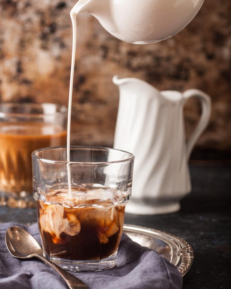 apang_coffeepour